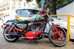 Mooie motorfiets met Ð  irbrush in stad royalty-vrije stock afbeelding