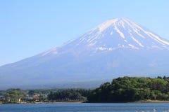 Mooie Mt Fujiberg met duidelijke blauwe hemel van Meer Yamanakako Stock Foto's