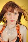 Mooie mystic vrouw met gouden samenstelling stock foto