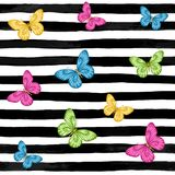 Mooie Naadloze achtergrond vlinders op zwart-witte waterverfstrepen de groetkaart van de ontwerpvakantie en uitnodiging van w Stock Fotografie