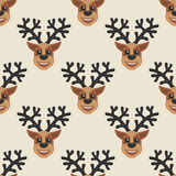 Mooie naadloze achtergrond voor Vrolijke Kerstmis of Nieuw jaar Deers op een witte achtergrond Patroon voor verpakkend document o Stock Afbeelding