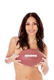 Mooie naakte vrouw die Amerikaanse voetbalbal houden Stock Fotografie