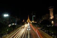 Mooie nachtscène in het centrum van Yangon, Myanmar stock foto's