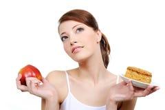 Mooie nadenkende vrouw met voedsel royalty-vrije stock foto