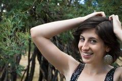 Mooie natuurlijke vrouw met direct oogcontact Royalty-vrije Stock Foto