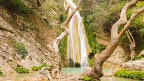 Mooie Neda waterval in de Peloponnesus Griekenland Beroemde wonder van aard stock video