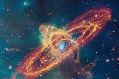 Mooie nevel en heldere sterren in kosmische ruimte, het gloeien geheimzinnig heelal stock fotografie