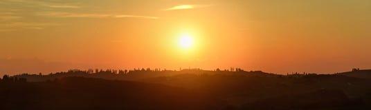 Mooie nevelige zonsondergang, landschapspanorama - het panorama van Jeruzalem - in de heuvels ten noordoosten van OrmoÅ ¾ in noor stock foto's