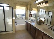 Mooie nieuwe badkamers Stock Foto's
