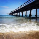 Mooie Oceaanpromenade en Golven royalty-vrije stock afbeelding