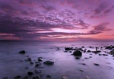 Mooie oceaanscène. Zweedse kustlijn. royalty-vrije stock foto