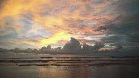 Mooie oceaanzonsondergang in Bali stock videobeelden