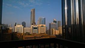 Mooie ochtendwolken in Abu Dhabi-tijdtijdspanne stock videobeelden