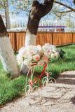 Mooie onderleggers voor glazen met een boeket van bloemen en linten Royalty-vrije Stock Fotografie