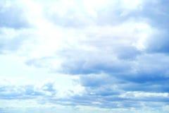 Mooie onweershemel met wolken, apocalyps, donder, tornado Achtergrond van donkere wolken vóór of na een onweersbui Royalty-vrije Stock Afbeelding