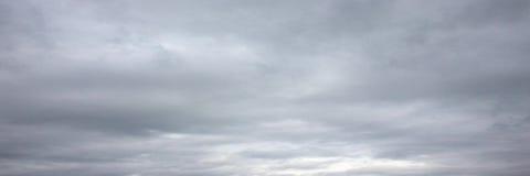Mooie onweershemel met wolkenachtergrond Donkere hemel met het onweer van de de aardwolk van het wolkenweer Donkere hemel met wol Royalty-vrije Stock Foto