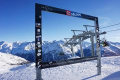 Mooie Oostenrijkse Alpen in Soelden, Tirol, Ijsq piek bij 3 200 meters hoogte stock foto's