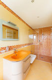 Mooie oranje badkamers Royalty-vrije Stock Fotografie