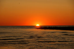 Mooie oranje zonsondergang en pijler royalty-vrije stock afbeelding