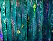 Mooie oude kleurrijke houten omheining stock afbeelding
