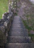 Mooie oude natuurlijke donkere de steendiabase van steentreden met steenstappen Royalty-vrije Stock Foto