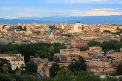 Mooie oude vensters in Rome (Italië) stock foto