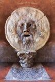 Mooie oude vensters in Rome (Italië) stock afbeelding