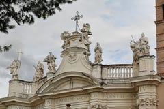 Mooie oude vensters in Rome (Italië) Details van de Basiliek van het Heilige Kruis in Jerusa Royalty-vrije Stock Afbeeldingen