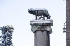 Mooie oude vensters in Rome (Italië) 26 Februari 2018 Rome werd een zeldzaam de wintersprookjesland met elk van zijn beroemde die royalty-vrije stock afbeeldingen
