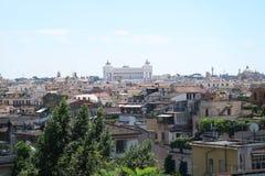 Mooie oude vensters in Rome (Italië) Het panorama van Patria van Altaredella van Viale-dei Montivan dellatrinitã Royalty-vrije Stock Afbeelding