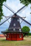 Mooie oude windmolen in een groen park Architectuur Royalty-vrije Stock Foto's