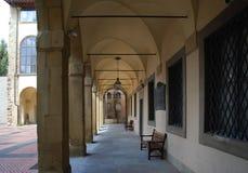 Mooie overwelfde galerij in Arezzo Italië stock afbeelding
