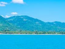 Mooie overzees en oceaan op witte wolk en blauwe hemel Royalty-vrije Stock Afbeelding