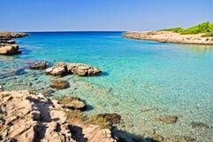 Mooie overzees van Porto Selvaggio kust stock foto's