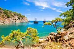 Mooie overzeese kust dichtbij Kemer, Turkije stock afbeelding