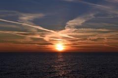 Mooie overzeese zonsondergang Stock Foto's