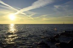 Mooie overzeese zonsondergang Stock Afbeeldingen