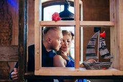 Mooie paarfoto Affectional vertrouwelijk ogenblik Royalty-vrije Stock Afbeelding