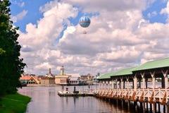 Mooie Panorama en luchtballon op het Uitzichtgebied van Meerbuena stock foto's