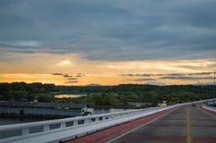 Mooie panoramamening van zonsondergangachtergrond in het platteland van Thailand Stock Afbeelding