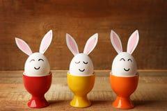 Mooie Pasen-samenstelling met witte eieren Stock Foto's
