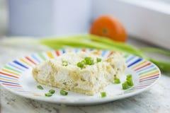 Mooie pastei met kip en kaas stock foto