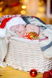 Mooie peuter in een Santa Claus-hoed Royalty-vrije Stock Afbeelding