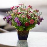 Mooie plastic bloemen stock fotografie
