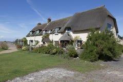 Mooie plattelandshuisjes bij Porlock-Waterkering Stock Foto