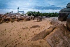 Mooie Pontusval-vuurtoren in Bretagne in Frankrijk royalty-vrije stock afbeeldingen