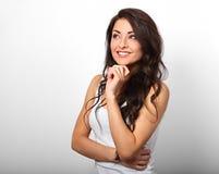 Mooie positieve jonge gelukkige toevallige vrouw met vinger onder Th Royalty-vrije Stock Afbeeldingen