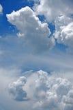 Mooie rainclouds in de blauwe hemel in Chiangmai, Thailand Stock Foto's