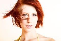 Mooie redhead vrouw in de wind royalty-vrije stock foto