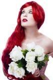 Mooie redhead vrouw, lang rood golvend haar Stock Foto